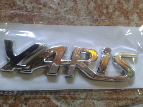 emblema palabra yaris