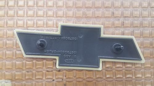 emblema parrilla blazer 92-98 nro parte 12543579 orig