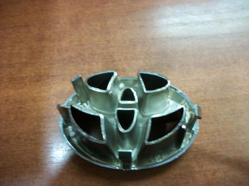 emblema parrilla toyota camry 97-2001 original