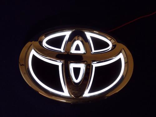emblema perfil luminoso toyota