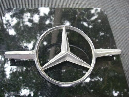 emblema vintage mercedes bens