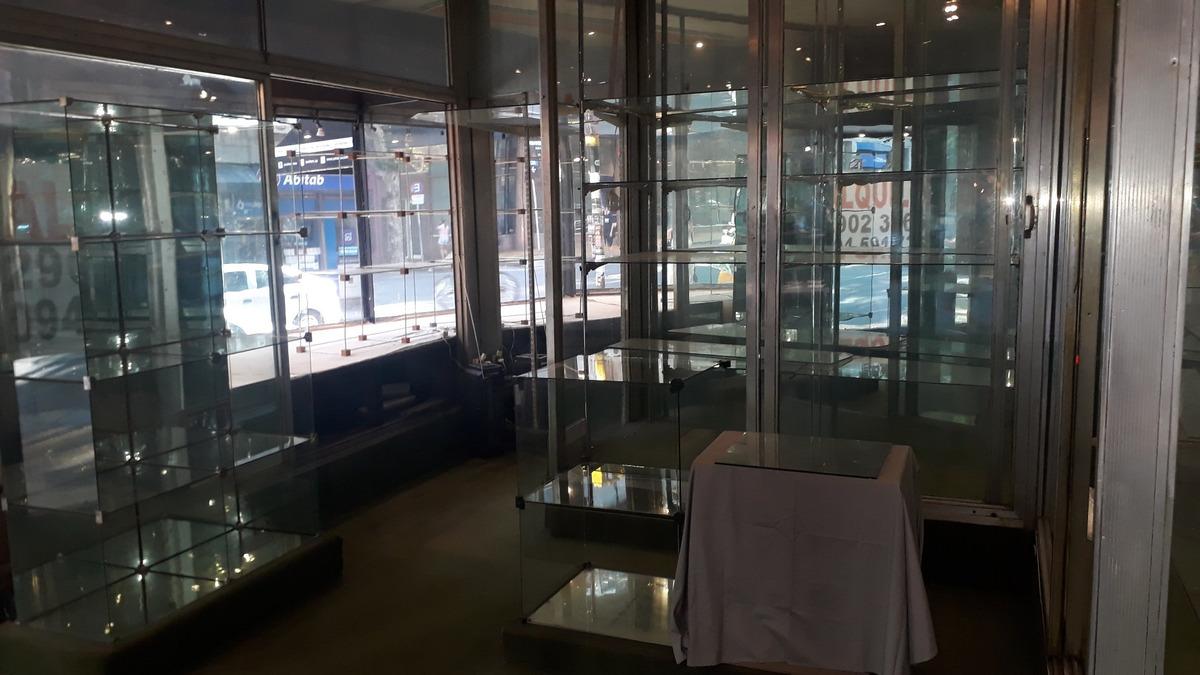 emblematico local centrico!  todo vidrieras! 3 plantas