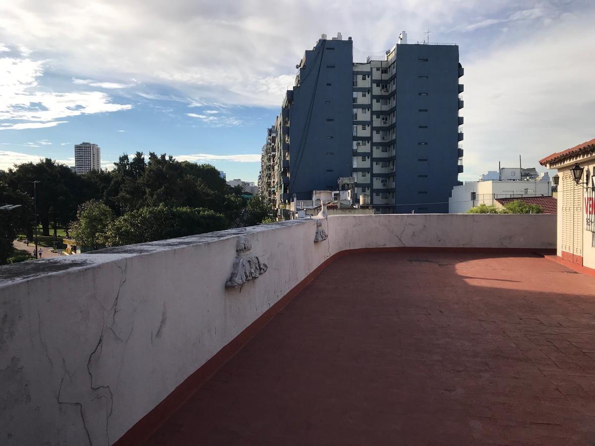 emilio mitre al 1300- p.chacabuco-cap fed-6 amb ph c/ent ind en 1er piso en esquina con terraza