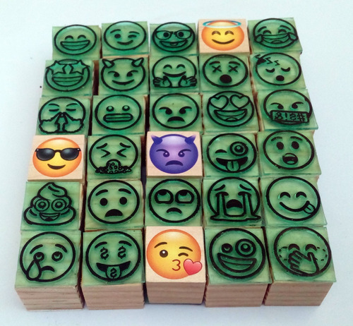 emoticones emojis reacciones set de 30 caritas de moda 2cm