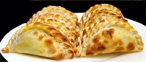 empanadas en forma artesanal, frescas, recién elaboradas!