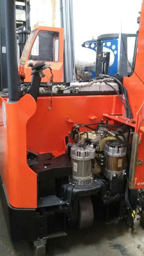 empilhadeira elétrica retrátil bt para 2.500 kg.