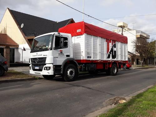 empresa camión balancin con pala hidráulica fletes mudanza