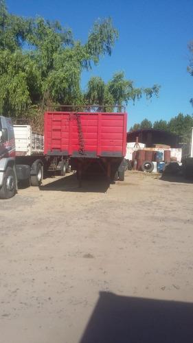 empresa de transporte vende semirremolques.
