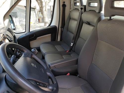 empresa vende camioneta peugeot boxer chassis con pickup