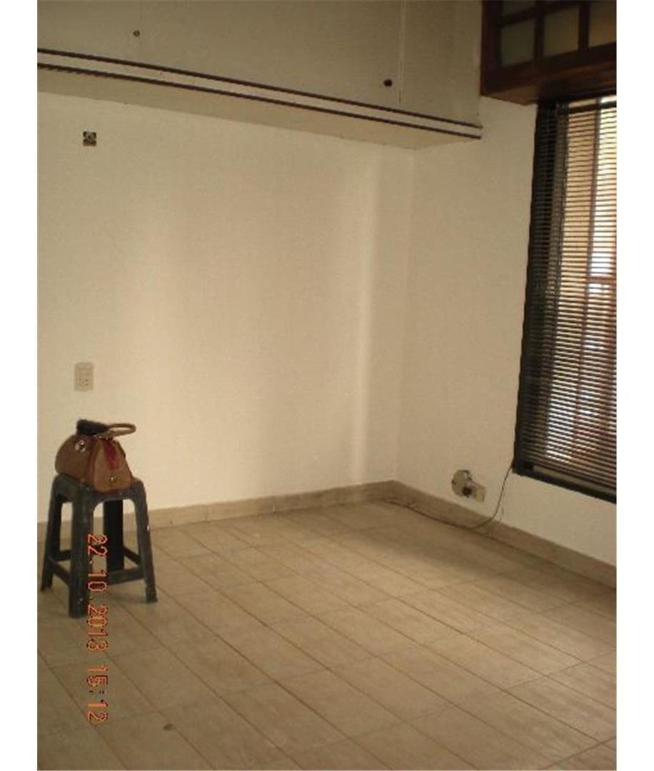 en 3 plantas, 2 dormitorios, cocina, 2 baños