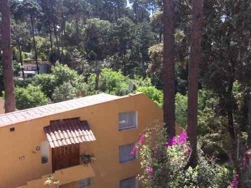 en apacible condominio horizontal, con hermosas vistas al bosque y gran cercanía a la zona comercial