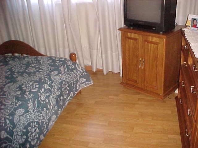 en caseros casa en planta baja de 3 ambientes con cochera y patio propio muy buen estado venta inmediata!!!! f: 2232