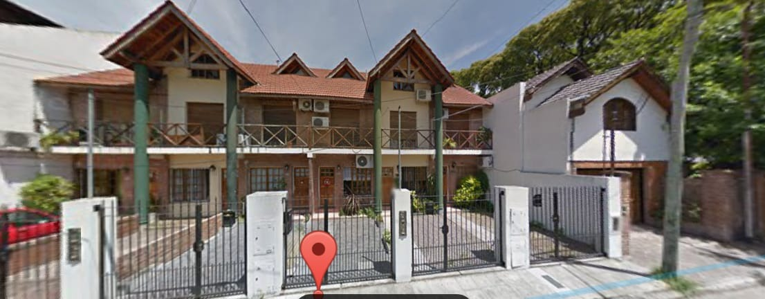 en ciudad jardin a la venta excelente ubicación triplex cochera descubierta, dos dormitorios con placards, baño completo, playrhoom.- f: 7452