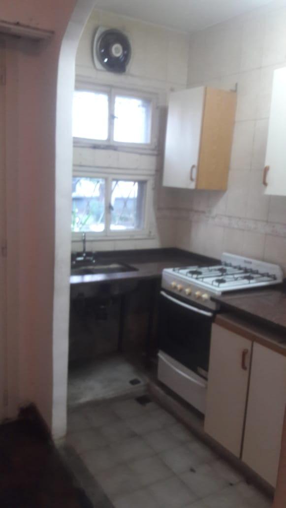 en ciudad jardin: hermoso departamento de 2 ambientes en planta baja al frente; cocina instalada; living comedor; un dormitorio sin placard. f: 7891