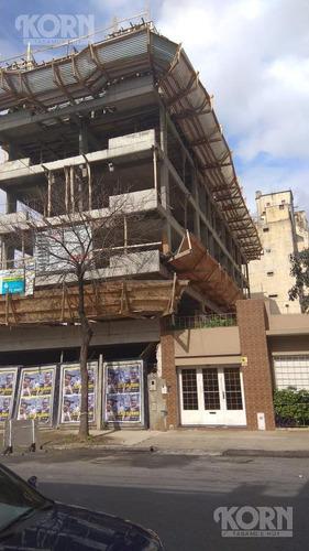 en construccion - monoambiente con balcon aterrazado en villa del parque