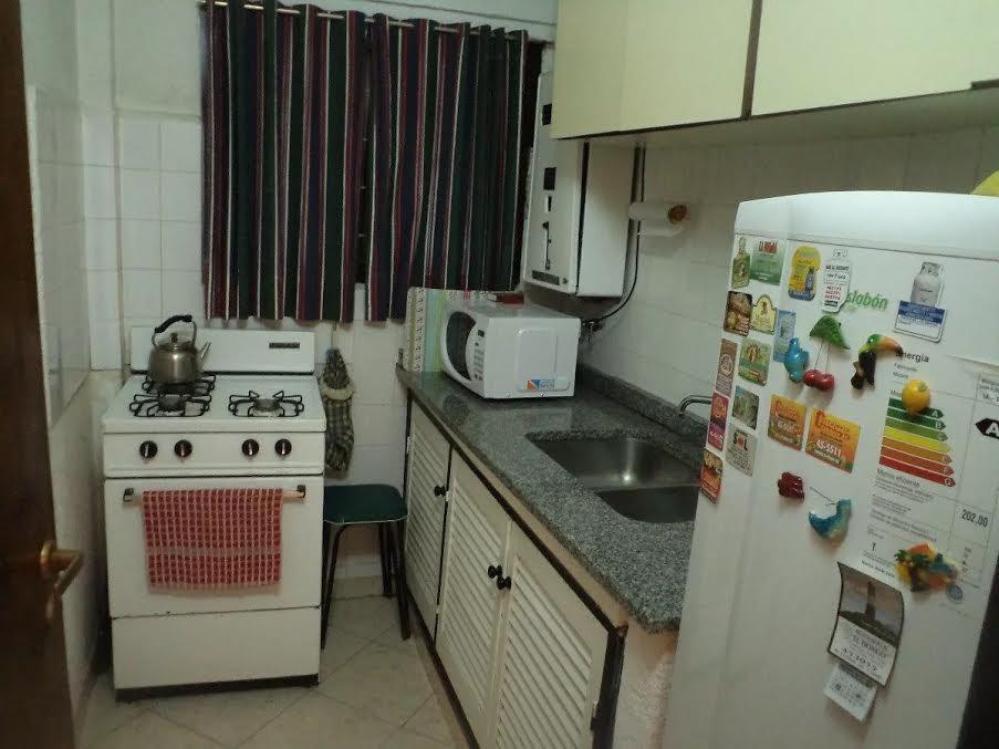 en el 75 1 piso departamento de 1 ambiente cocina separada