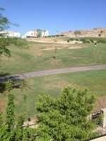 en fraccionamiento privado, con vista al campo de golf, recamara principal en planta baja.
