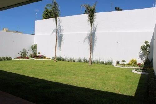 en la mejor zona de juriquilla, casa premium, gran jardín..