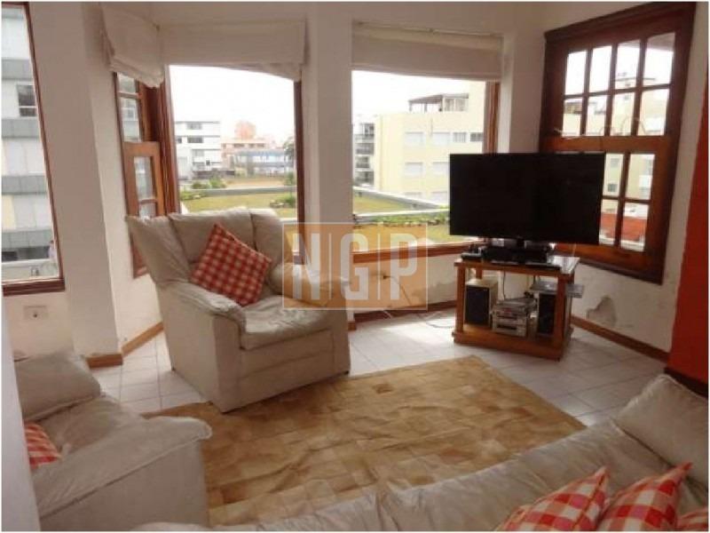 en peninsula edificio con estilo, terraza, lindo decorado, garage, piscina, parrillero-ref:696