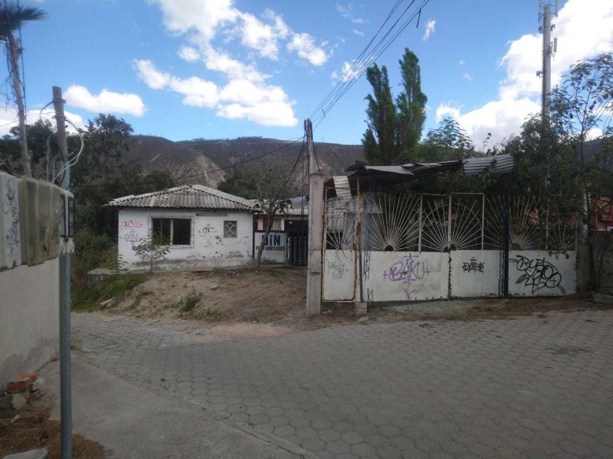 en pomasqui. vendo  terreno con casa antigua