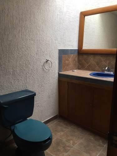 en privada juriquilla, 3 recámaras, 3.5 baños, cto serv.-