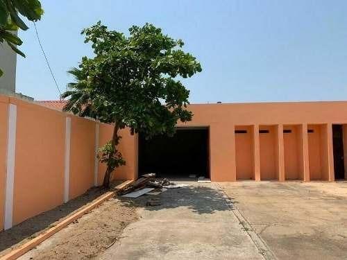 en renta amplia bodega comercial con oficinas en el centro de coatzacoalcos, veracruz