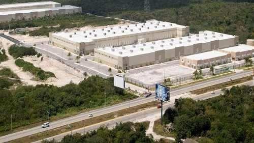 en renta centro logistico en cancun, quintana roo
