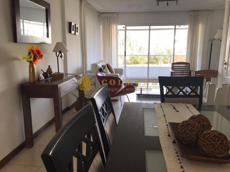 en rincon del indio a 100 metros del mar, apto de 2 dormitorios, buena terraza con churrasquero. consulte!!!!!!-ref:514