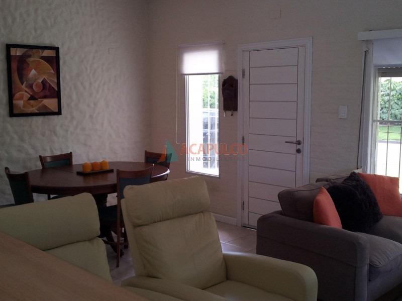 en roosevelt excelente entorno. muy linda casa, de buena construcción. -ref:2441