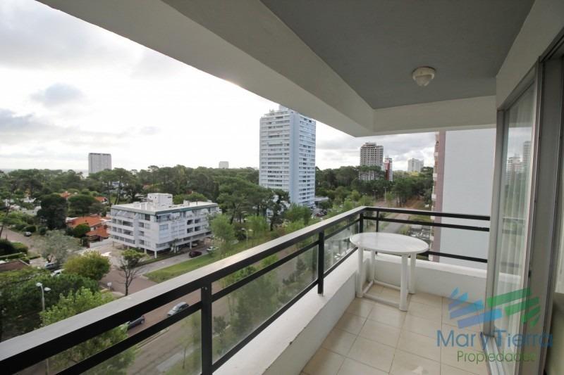 en venta... apartamento 3 dormitorios en av. roosevelt, punta del este-ref:600