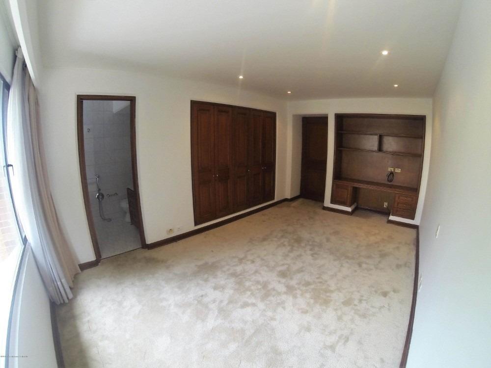 en venta apartamento en los rosales mls 20-467 fr