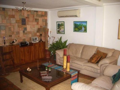 en venta bella casa esilo colonial  urb el castaño maracay