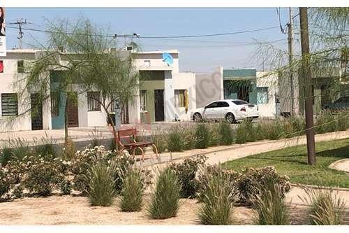 en venta bonita casa frente al parque en pacifica residencial