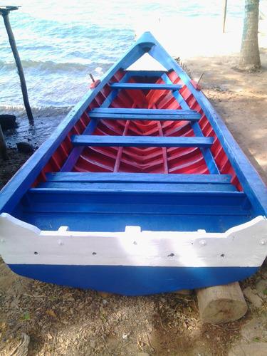 en venta bote de madera   en buenas condiciones