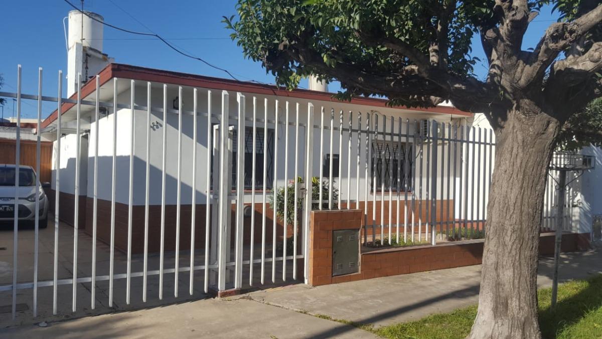 en venta casa de 3 ambientes en lanus este (120)