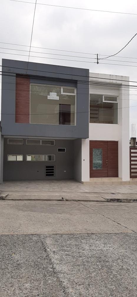 en venta casa de 3 niveles en ceibos norte