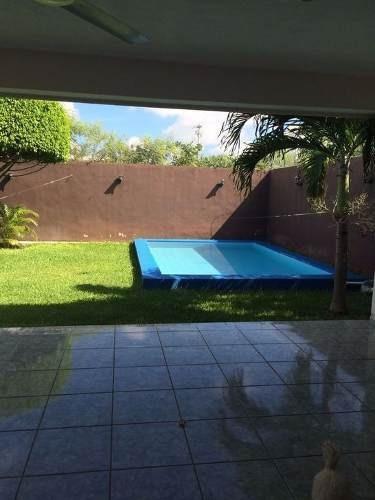 en venta casa dos plantas con piscina y jardin