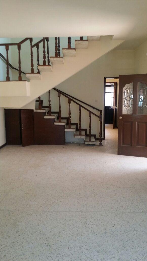 en venta casa en el centro de querétaro, 4 habitaciones, c.240 m2, cto de serv.