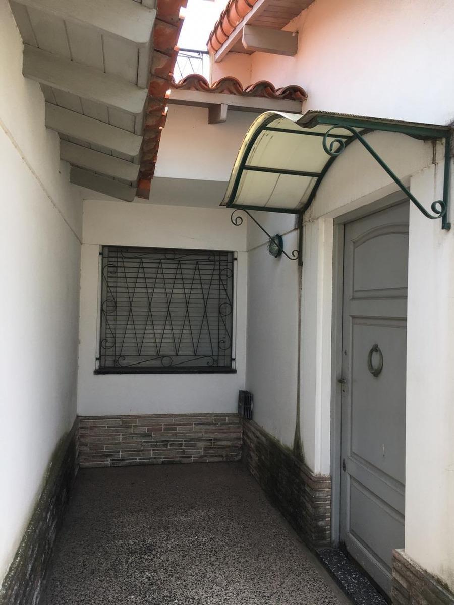 en venta chalet 3 ambientes con garage y fondo libre (152)