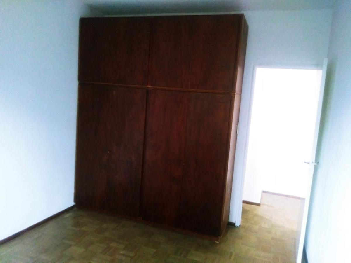 en venta departamento de 2 ambientes en centro de ciudad jardin 3º piso por escalera 1 dormitorio, cocina, living comedor, baño f: 8150