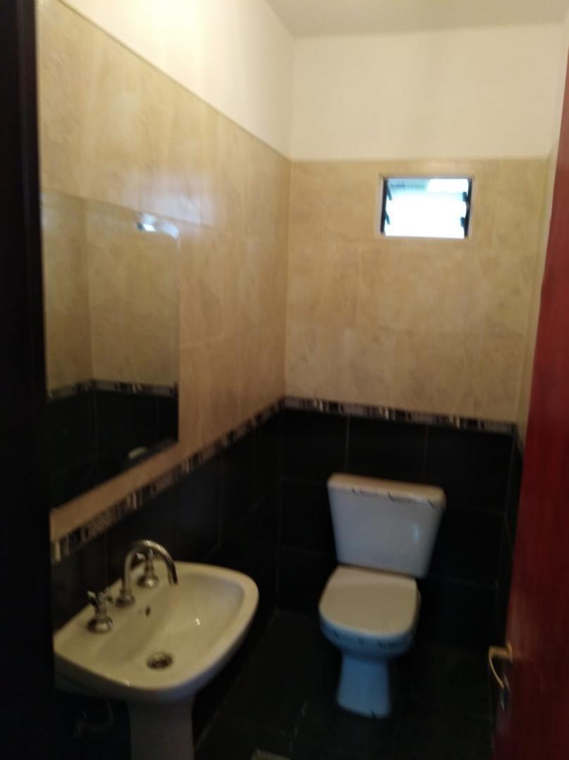 en venta duplex en hurlingham barrio a club. duplex a estrenar de tres ambientes .p.a; dos dormitorios y baño completo.- venta inmediata.- f: 7886