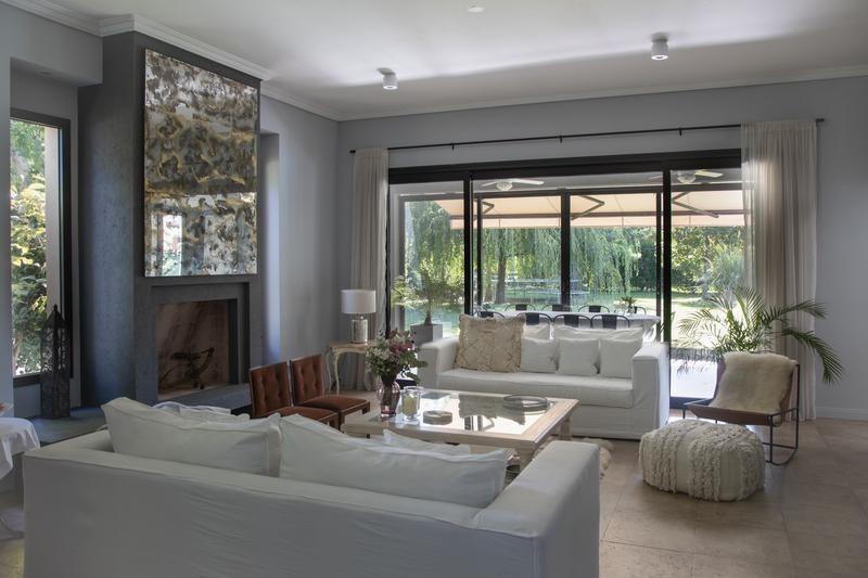 en venta en ayres de pilar, excelente casa 4 dormitorios, escritorio, family, piscina y quincho