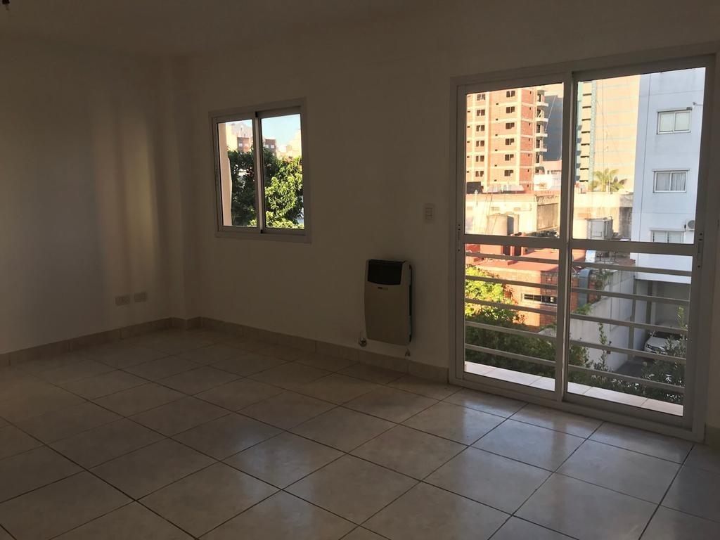 en venta en centro de caseros hermoso departamento de 1 ambiente en 3er piso al contrafrente en edificio con asce f: 8162