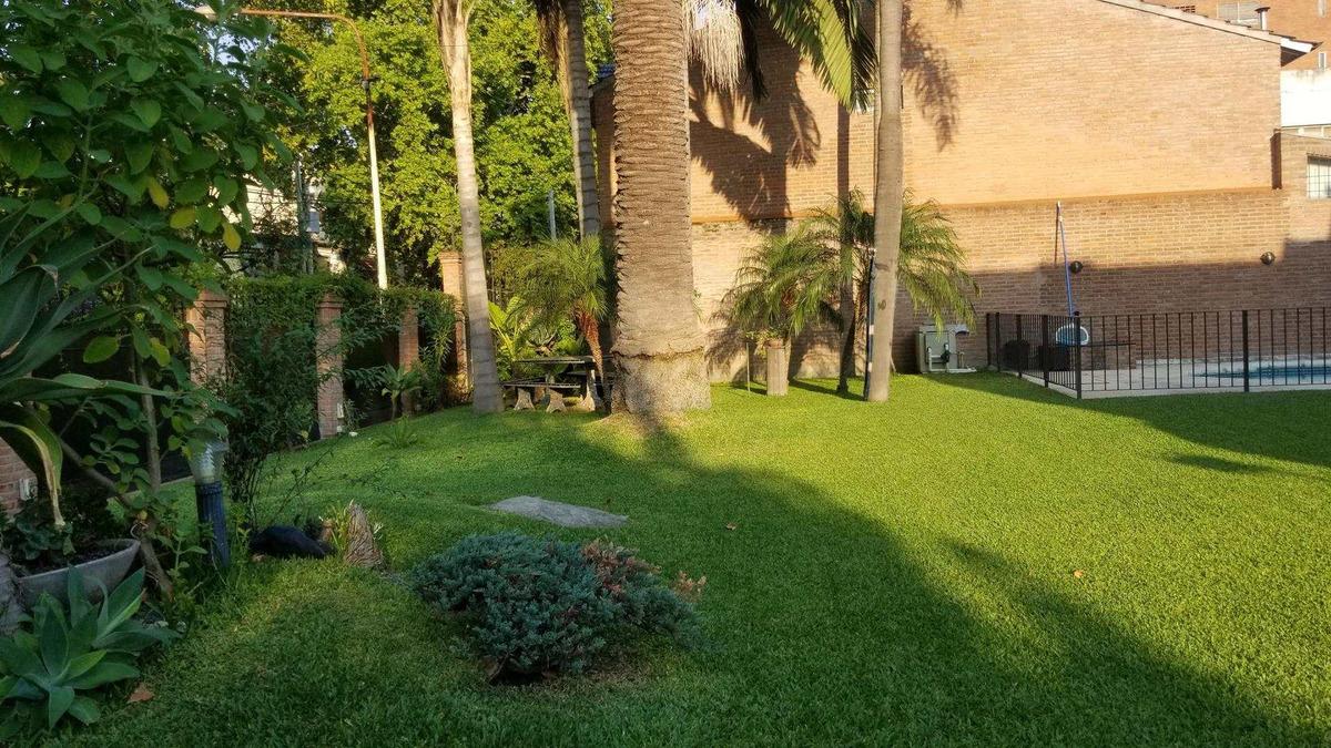 en venta en ciudad jardin gran chalet 800m2 cub 350m2 parque piscina centrica 100% escucho ofertas!!! f: 8205