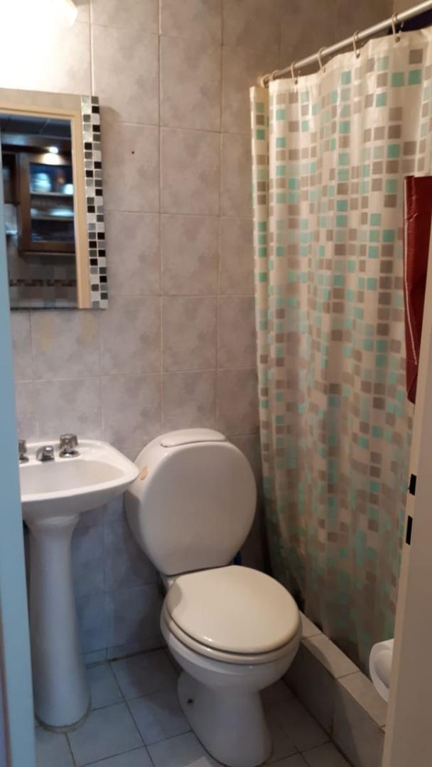 en venta en ciudad jardin hermoso duplex de 2 ambientes; al frente; living comedor; cocina integrada; toilette; venta inmediata!!!!!!!!!!!! f: 7943