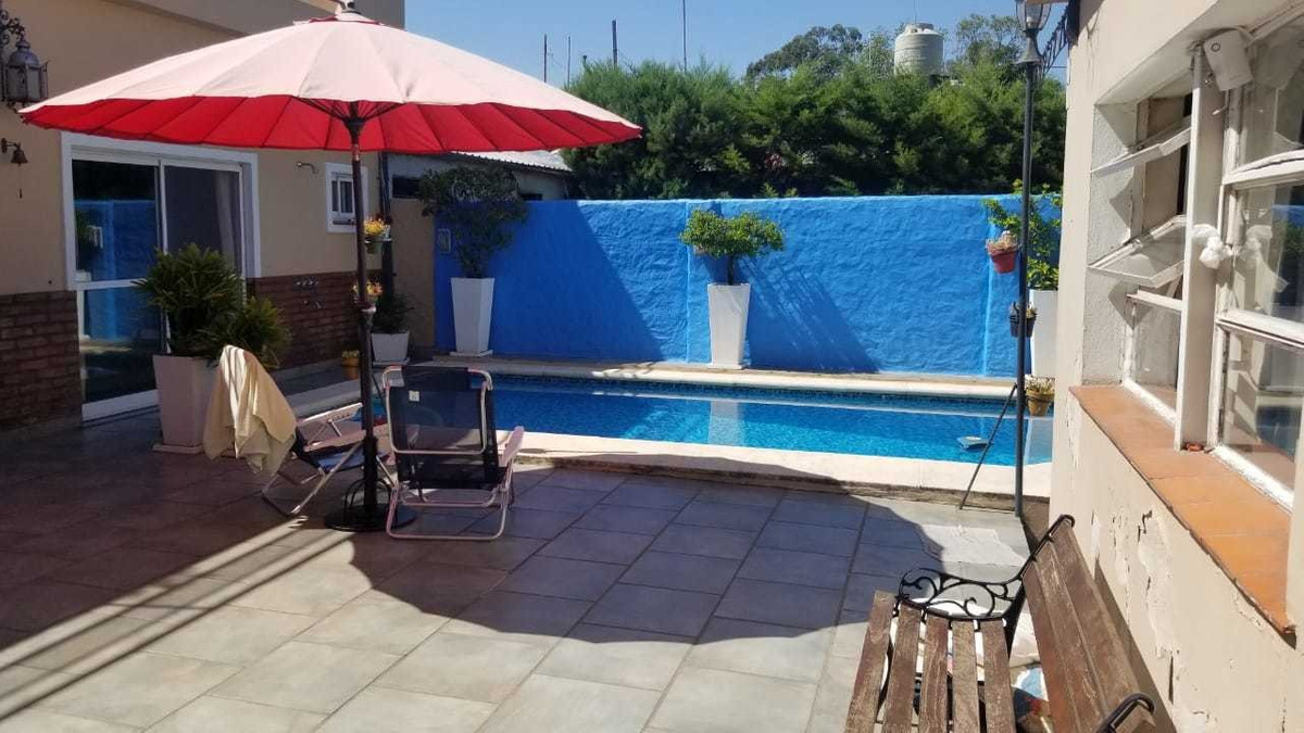 en venta en el palomar: tipo casa de 3 ambientes con piscina y quincho con amplio patio  con parrilla baño e instalaciones!! f: 8189