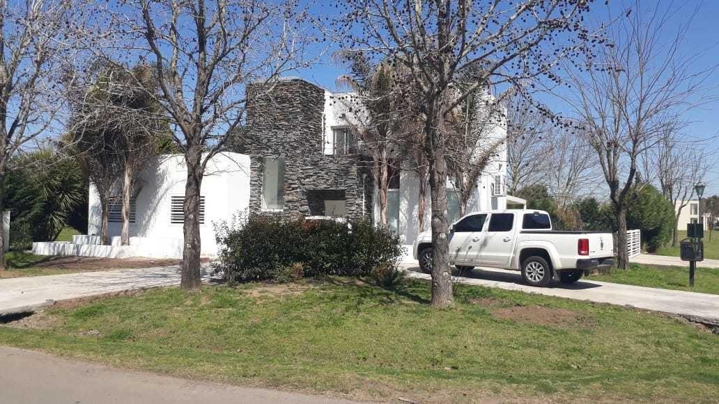 en venta excelente casa en club de campo las cañuelas