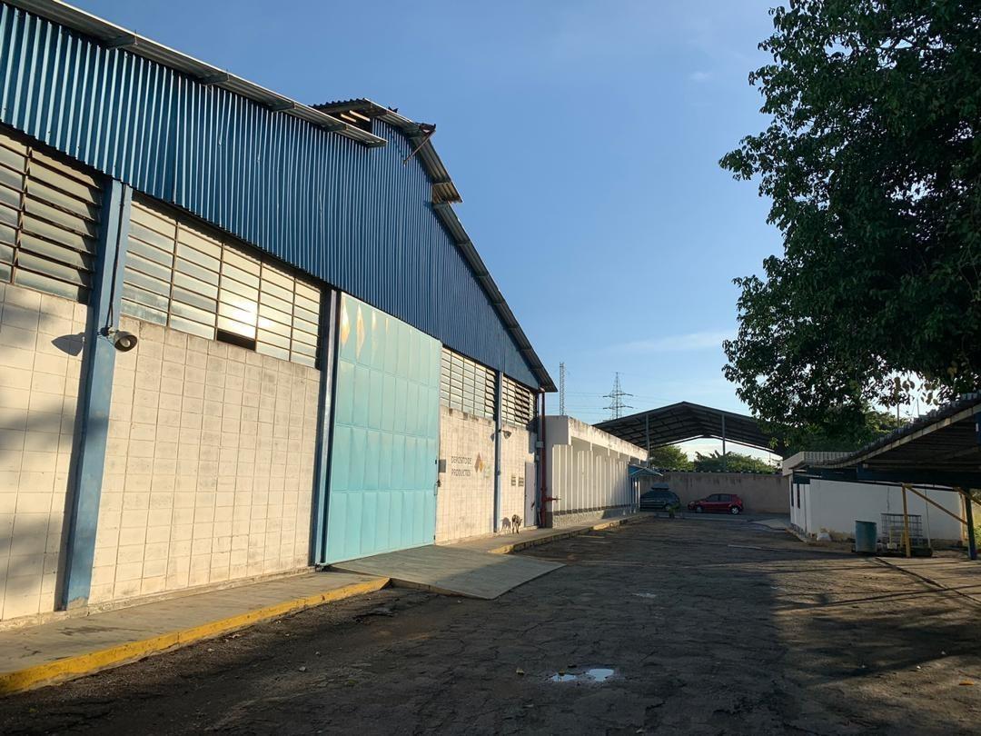en venta galpón  zona industrial av  henry ford