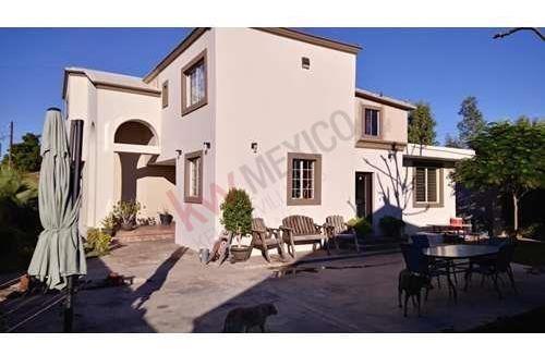 en venta hermosa casa con amplio jardin en privada san jeronimo