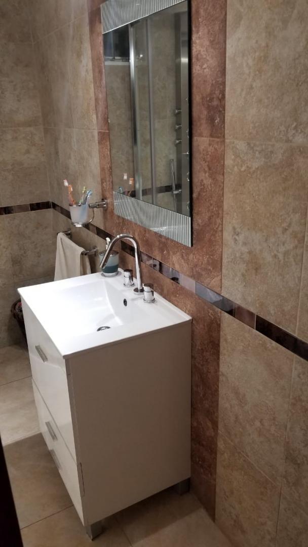 en venta hermoso chalet 5 amb 2 baños todo nuevo en el palomar; zona cercana a avenida rosales; en dos plantas tomo menor valor en altos podesta f: 7837